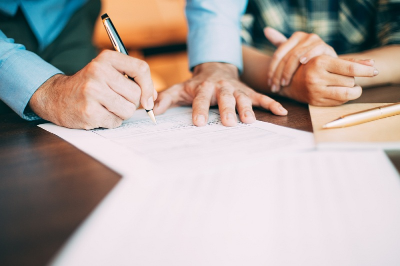 contrato de coprodução - cliente assinado com a agência de lançamentos